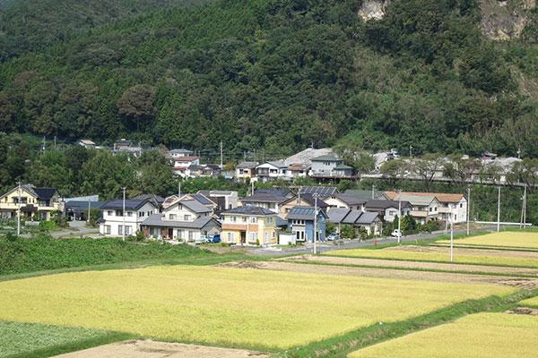 山道沿いの集落(吾妻町箱島付近)